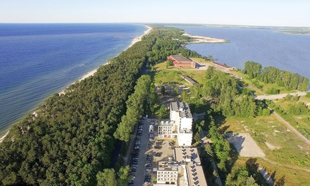 Mielno: 2-7 nocy dla 2 osób lub rodziny z wyżywieniem HB, dostępem do basenu, sauny i więcej w Blue Marine